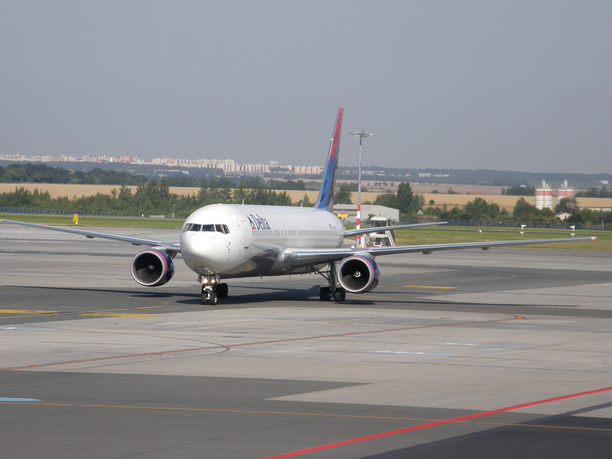 B767-332/ER Delta Air Lines N1603 Prague_Ruzyne August_01_2009